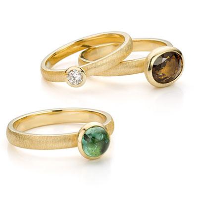 Gouden ring met edelstenen.