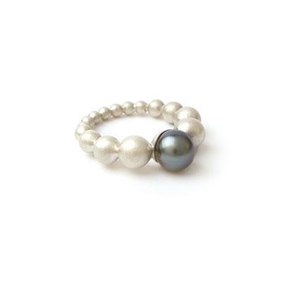 Zilveren ring met parel.