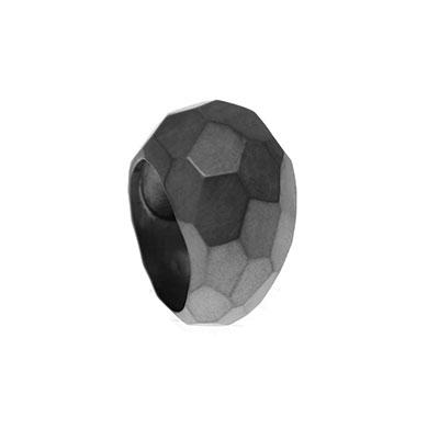 zwarte ring met vlakken