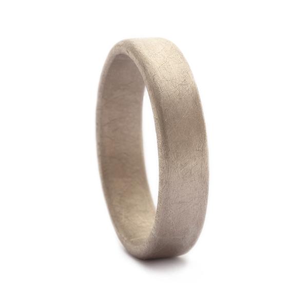 Handgemaakte en unieke trouwring voor man