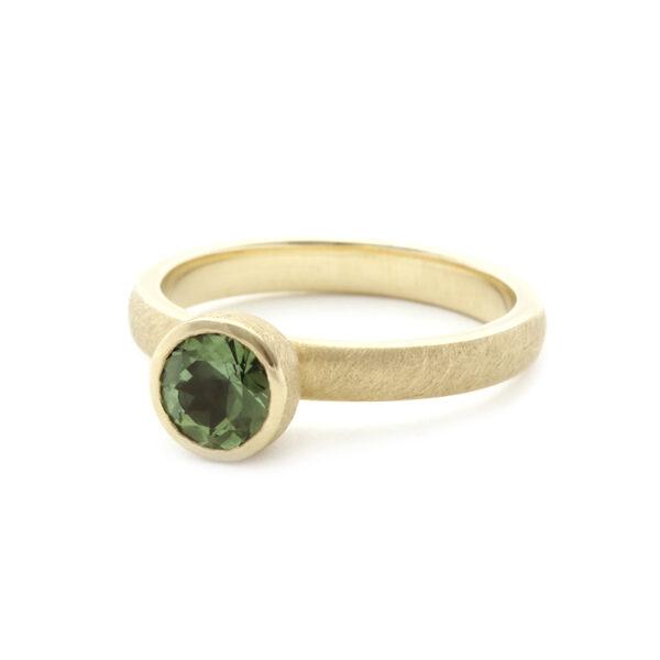 Ring met appelgroene toermalijn